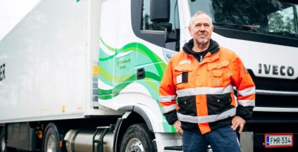Ossi Tiilikainen on ollut kuljetusyrittäjänä 30 vuotta ja K&O Tiilikainen Oy on toiminut vuodesta 2000 lähtien.