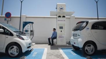 Sähköautojen ja pistokehybridien määrä kasvaa Euroopassa nopeasti.