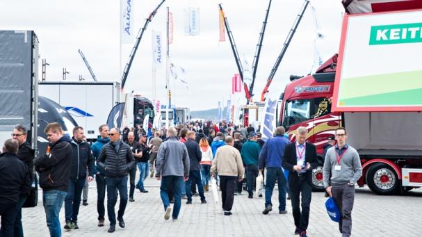 KOMEASTIKESKI-SUOMESSA. Yli 31000 neliömetrin alueelle pystytetty näyttely oli suurin koskaan Jyväskylässä järjestetty messutapahtuma.