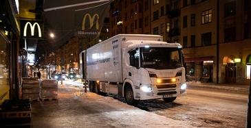 Hybridikuorma-autoa kokeillaan hiljaisissa yökuljetuksissa