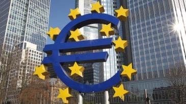 Bryssel houkuttelee yksityistä rahaa tieinfrahankkeisiin