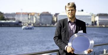 Firan putkiremonteista vastaava johtaja Sami Kokkonen nouti vuoden 2019 sisälogistiikkapalkinnon Sisälogistiikkapäivässä 29.8.2019.