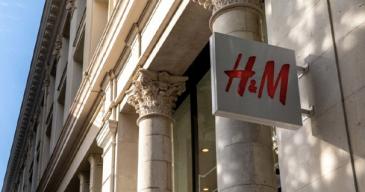 Kiina-konfliktitulee pahaan aikaan H&M:lle, joka on jo pandemian takia joutunut sulkemaan suuren myymälöistään erin puolilla maailmaa,