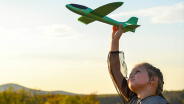 Saksalainen logistiikkajätti Kuehne+Nagel ja Air France KLM ovat aloittaneet ensimmäisen hiilineutraalin lentorahtireitin Pohjois-Amerikan ja Euroopan välillä tammikuussa 2021.