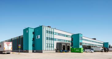 Vantaan logistiikkakeskus sijaitsee pääkaupunkiseudullalähellä Helsinki-Vantaan lentokenttää ja E18-moottoritietä.