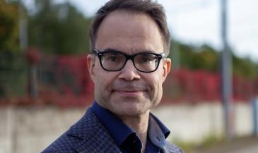 Finnairin digitaalisista palveluista vastaava johtaja ja johtoryhmän jäsen Tomi Pienimäki jättää Finnairin viimeistään tammikuun 2022 .