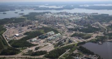 Sopimus kattaa Nesteen huoltovaraston toimintojen kokonaisuuden, logistiikkapalvelut tehdasalueella sekä tehdasalueen ja läheisen varaston väliset kuljetukset.