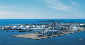 Oiltanking Finlandin Kotkan terminaalivarastoi petrokemian tuotteitalämmitettäviin ja lämpöeristettyihin säiliöihin, joista niitä voidaan lastata muun muassa säiliöautoihin tai laivoihin.