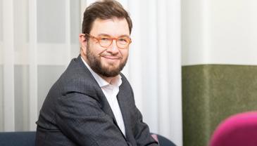 Liikenne- ja viestintäministeri Timo Harakka puhuu Davosissa pidettävän Maailman talousfoorumin paneelissa.