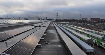 Aurinkovoimala on rakennettu varikolle Pendolino-hallin katolle. Se koostuu 2 264 aurinkopaneelista ja on yksi suomen suurimmista.