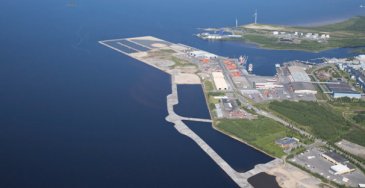 Itämerellä liikennöi päivittäin noin 2 000 rahtialusta, joilla syntyvä käymälä- ja talousvesi- sekä ruokajäte voidaan purkaa laillisesti Itämereen.
