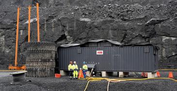 ABB:n räätälöimä eHouse-ratkaisu varmistaa häiriöttömän sähkönsiirron kaivosalueella. ABB:n eHousessa on kiinnitetty huomiota siihen, ettei kaivosolosuhteiden pöly pääse kulkeutumaan sähkölaitteisiin. Muuntajassa on tiiviit ovet ja hyvät ilmanottosuodattimet.