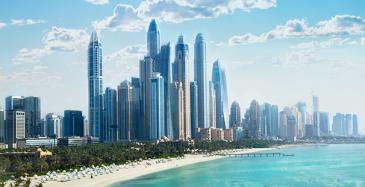 Koneen hissejä Dubain asuintorniin