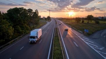 EU-komissio: Maantieliikenne on suurennuslasin alla ja syystä