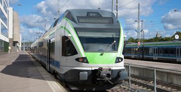 Kaksi kilpailee HSL:n lähijunaliikenteestä