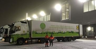 Lidl on ottanut käyttöön nesteytetyllä biokaasulla (LBG) kulkevan rekan, johon tankataan myymälöiden jätteistä tuotettua biokaasua.