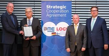 Vasemmalta: LOGYn hallituksen puheenjohtaja Olli-Pekka Juhantila, BME:n hallituksen puheenjohtaja Horst Wiedmann, LOGY:n toimitusjohtaja Markku Henttinen sekä BME:n toimitusjohtaja Dr. Silvius Grobosch.