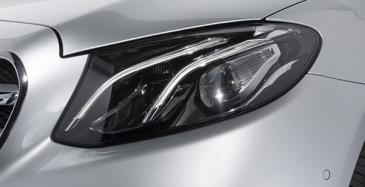 """Ajovalon """"lasi"""" on valmistettu läpinäkyvästä polykarbonaatista."""