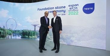 Singaporen sosiaalipolitiikan koordinointiministeri Tharman Shanmugaratnam ja Nesteen toimitusjohtaja Peter Vanacker.