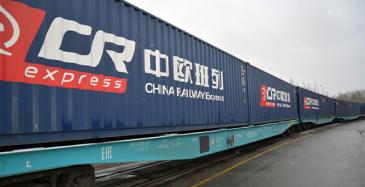 Nurmiselle junareitti Kiinan Chongqingiin