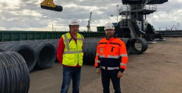 Kuvassa Pintos Oy:n logistiikkapäällikkö Arto Kemppainen ja Euroports Breakbulk Oy:n päällikkö Kristian Luoma.