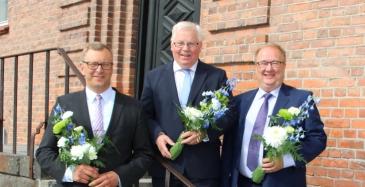 Kuvassa keskellä puheenjohtaja Teppo Mikkola, vasemmalla ensimmäinen varapuheenjohtaja Jani Ylälehto ja oikealla toinen varapuheenjohtaja Pekka Valtonen.