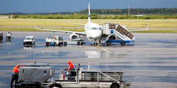 Lentokone Helsinki-Vantaan kentällä