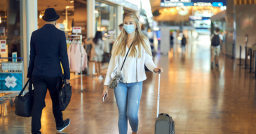 Pandemian vuoksi lentoasemilla on ollut normaalia hiljaisempaa.