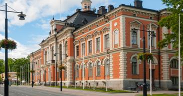 *Julkisiin hankintoihin käytetään Suomessa noin 35 miljardia euroa vuosittain, mikä on keskimäärin 16 prosenttia bruttokansantuotteesta.