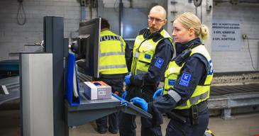 Koko EU-alueella voimaan tuleva verkkokaupan arvonlisäverouudistus koskee lisäksi EU:n tullialueella verorajan ylittäviä tavaroita, kuten esimerkiksi Ahvenanmaalta Manner-Suomeen toimitettavia lähetyksiä.