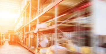 Sisälogistiikassa työtapaturmia sattuu esimerkiksi varastoissa ja terminaaleissa. Usein tapaturmat liittyvät trukkityöhön.